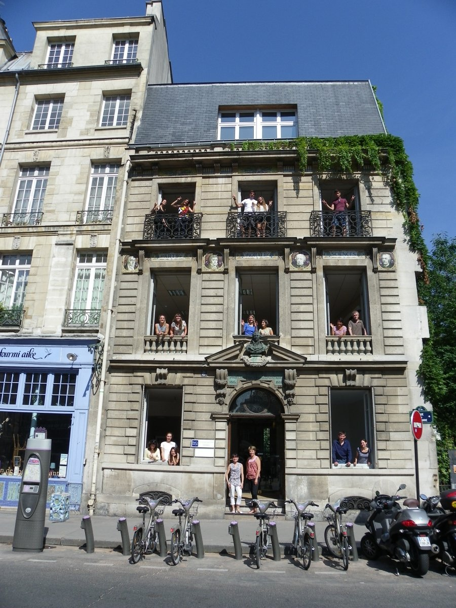 Edificio de la escuela France Langue Paris Notre Dame